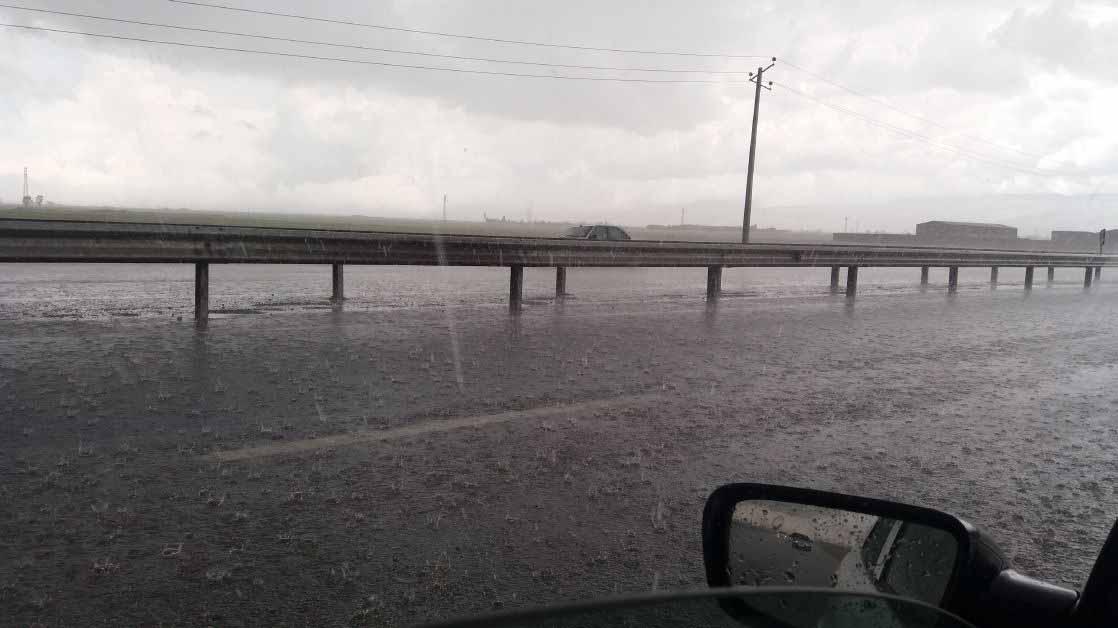 باران شدید در اردبیل . با این باران نتونستیم ادامه بدیم و تا اتمام باران متوقف شدیم .