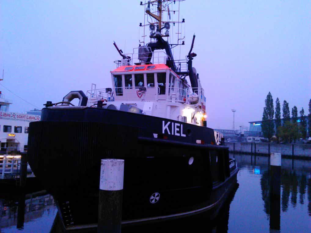 کشتی پهلو گرفته در کانال کیل - صبح روز حرکت