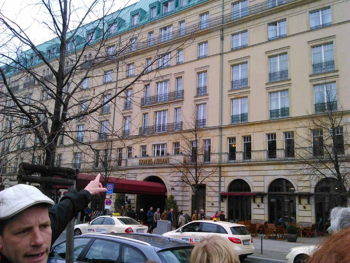 هتل آدلون بخاطر سابقه ای که در پذیرایی از بسیاری از شخصیت های بزرگ داشته است معروف و گران است.