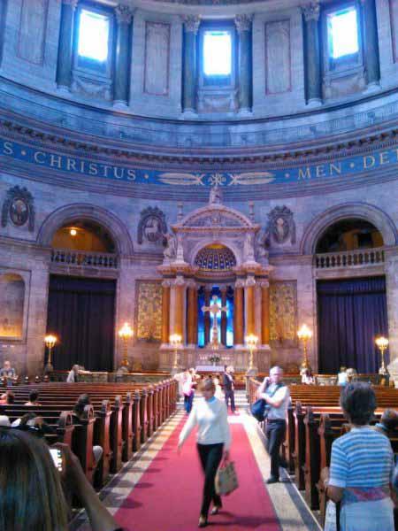 نمای داخلی کلیسای فردریک