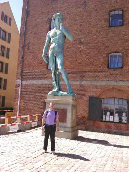 مجسمه حضرا داوود . بر اساس طرح میکلانژ .