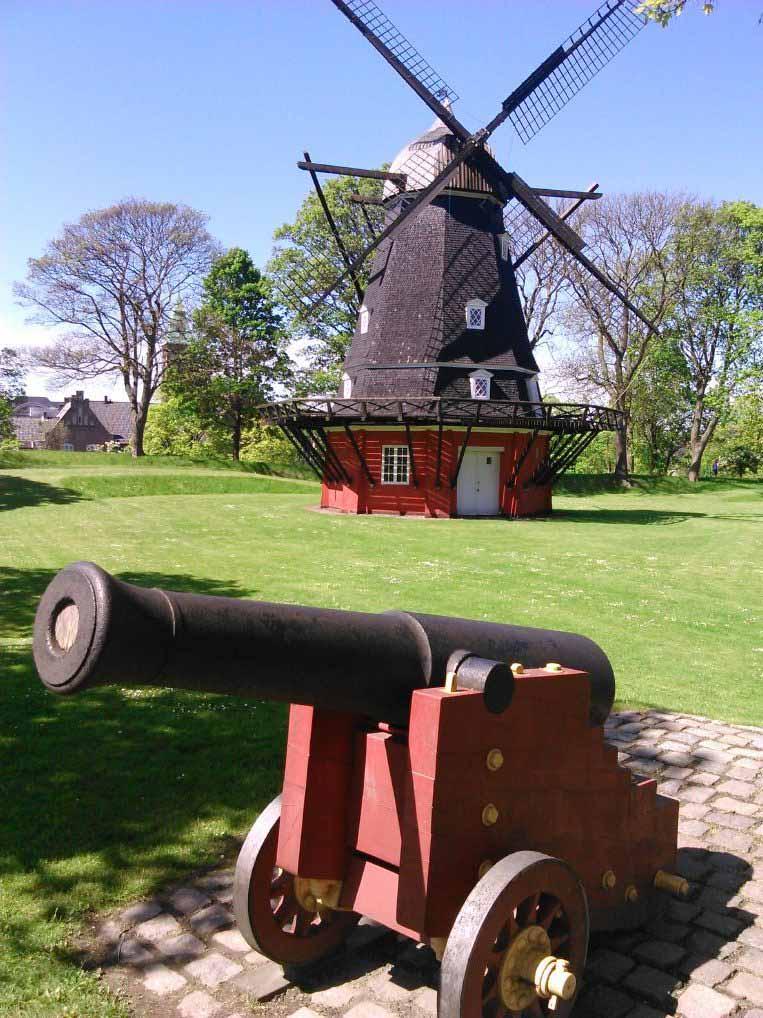 توپ های جنگی قدیمی در جای جای قلعه کپنهاگ