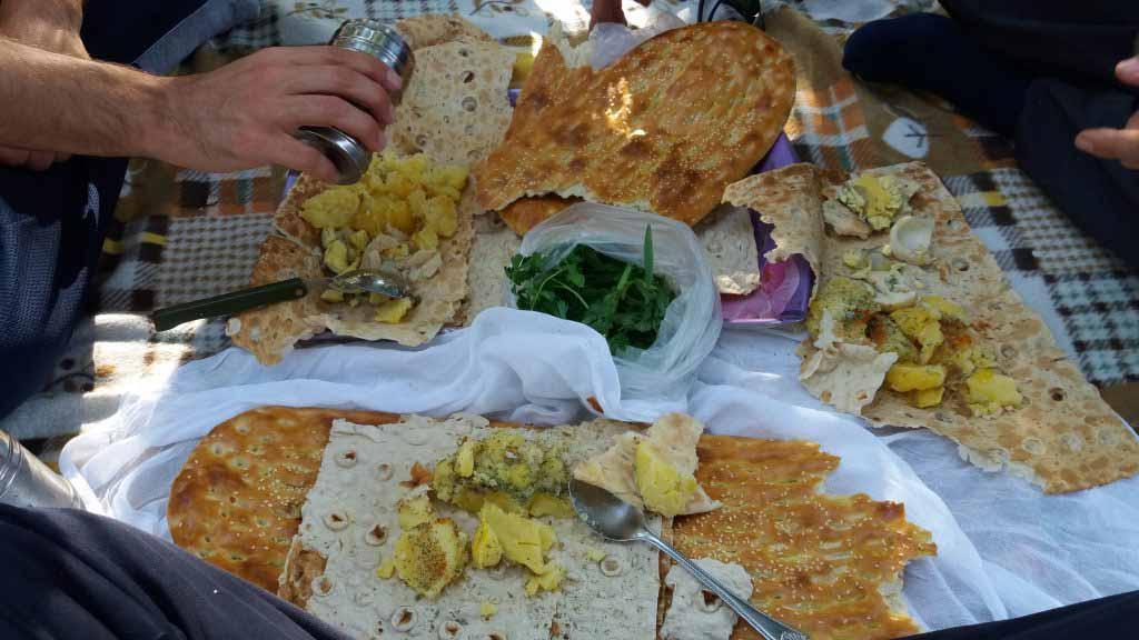 صبحانه به صرف یرآلما یومورتا در پارک جلفا