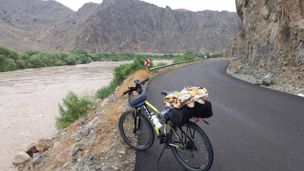 جاده ، ارس و سه دوچرخه سوار . رویایی بود .
