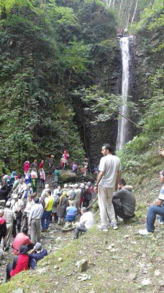 آبشار زیبای ناو - ما نرفتیم و از عکس های دوستان استفاده کردم .