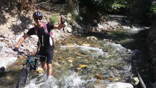 ولی رودخانه پیمایی با دوچرخه لذت دیگری دارد .