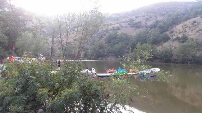دریاچه شورمست و قایق های تفریحی
