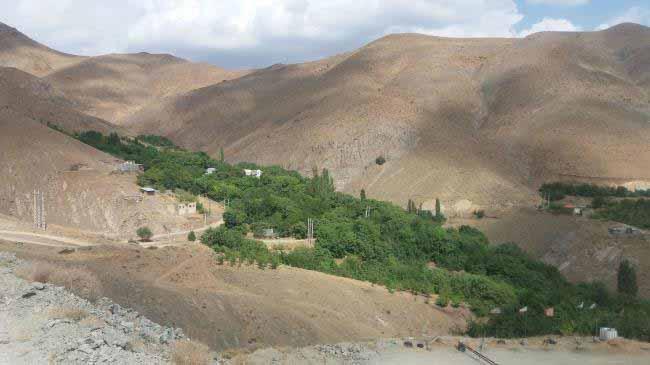 روستای اسپی داران از بالای تپه مشرف بر آن
