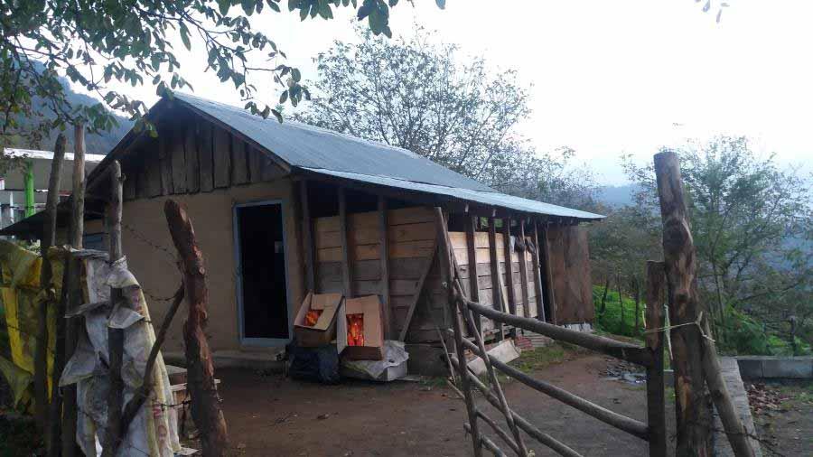 شب را در این کلبه ماندیم .