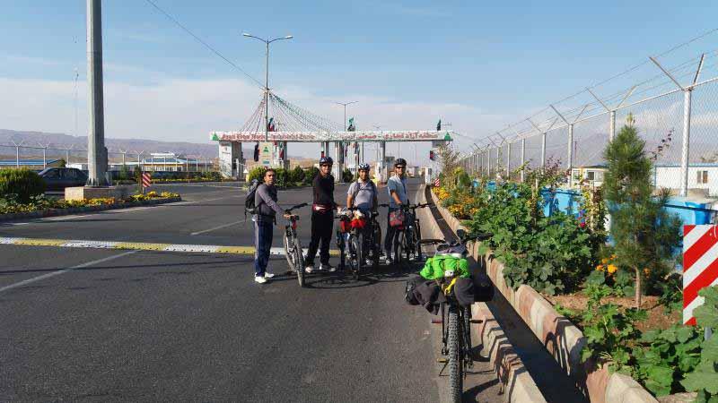 ورودی گیت منطقه آزاد ارس . از هادیشهر به سمت جلفا