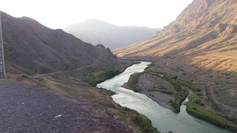 نمایی از بالا . رود ارس خرامان پیش می رود