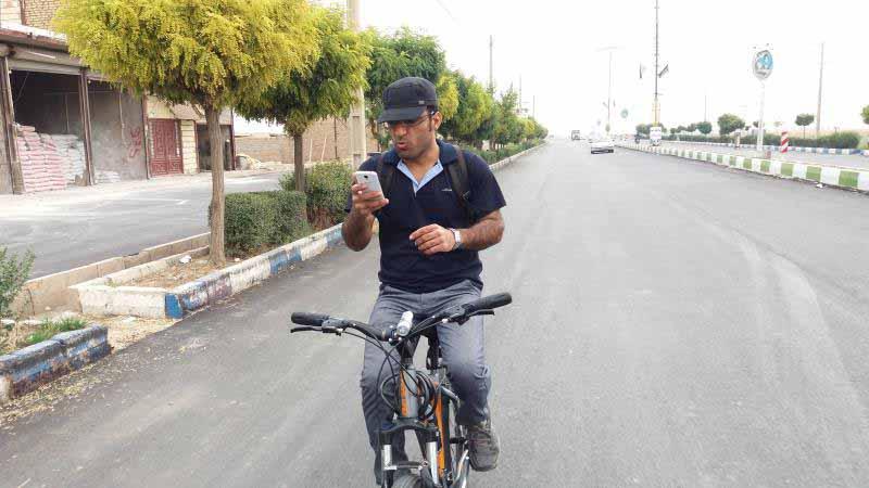 اینطور رانندگی کردن خطرناکه . حتی روی دوچرخه