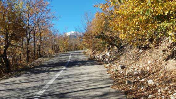 جاده از سه راهی به سمت الیت و دلیر