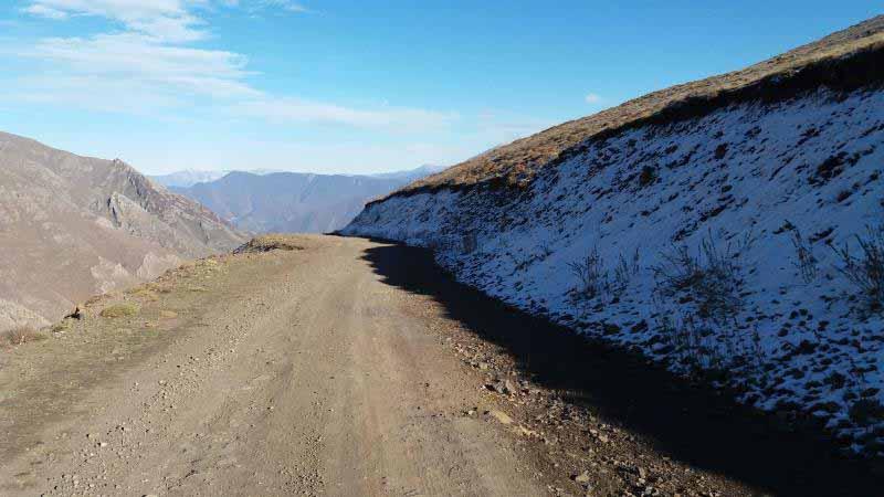 سمت فشکور ، دامنه شمالی بود و برفهایی که دو روز پیش باریده بودند هنوز روی زمین بودند .