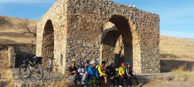 دوچرخه سواری به قاهان و نویس ،روستاهای تاریخ و انار