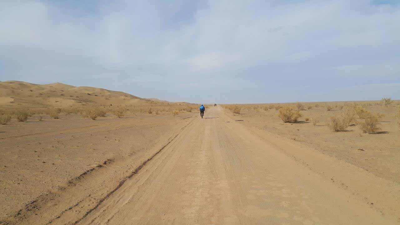 شروع مسیر خاکی به دل کویر