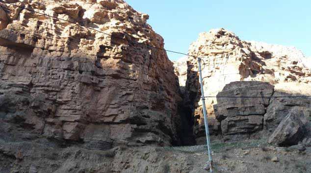 صخره های بعد از سه راهی مشهد