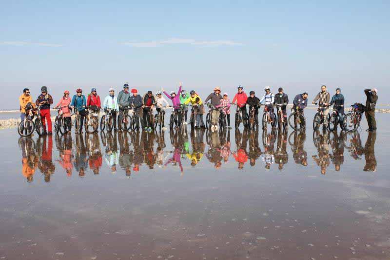 عکس دسته جمعی گروه در دریاچه حوض سلطان عکس از خانم رضاپور