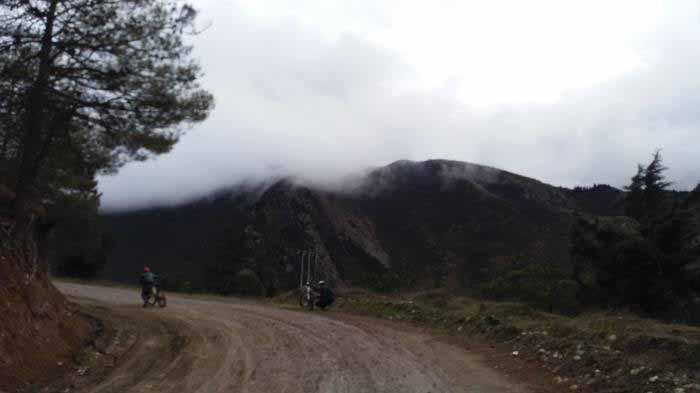 شروع مسیر در روزی مه آلود و نمناک