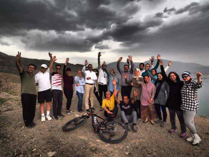 عکس یادگاری با توریست های سوییسی