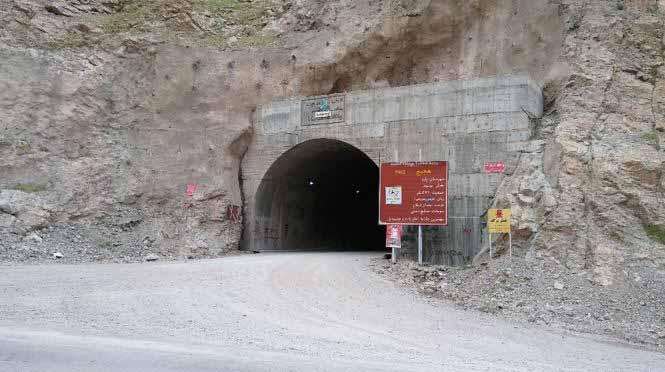 تونل ها را با کمک سرپرستان و با احتیاط طی کردیم